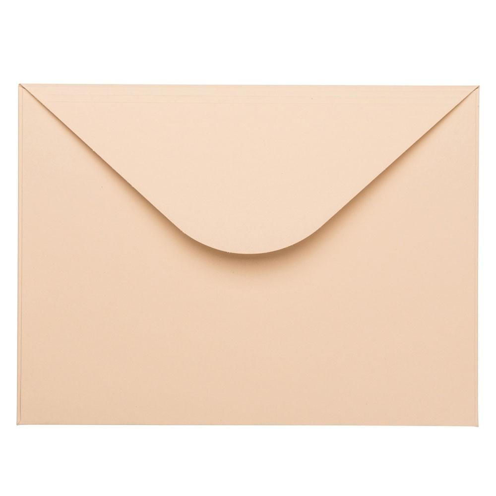 Zandkleurige envelop