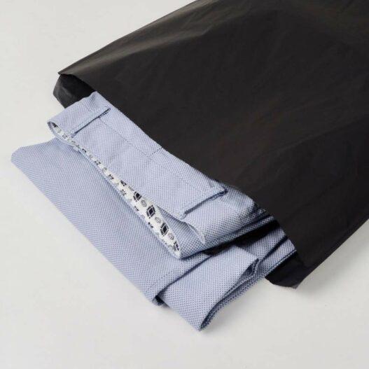 zak van zwart zijdepapier